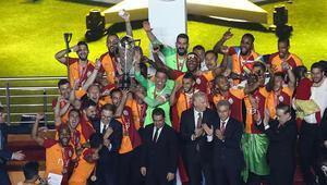 Galatasaray kupasına kavuştu TT Stadında 22. şampiyonluk coşkusu