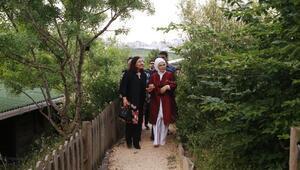 Emine Erdoğan Irak Cumhurbaşkanının eşi Serbagh Salihi Vahdettin Köşkü ve botanik bahçesini gezdirdi