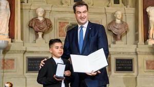 Başbakan Söder'den kahraman Kenan'a 'Onur Madalyası'