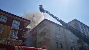 Maltepede binanın çatısı alev alev yandı