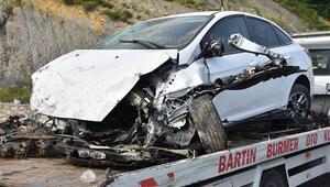 Bartında otomobil üst geçitten düştü: 5 yaralı