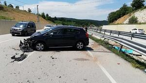 Otomobil bariyerlere çarptı: 2 kardeş öldü, 3 kişi yaralandı