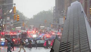Son dakika Manhattandaki bir gökdelene helikopter çarptı