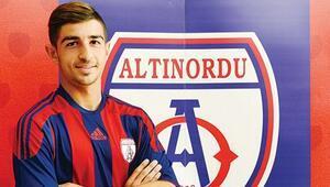 Altınordunun genç stoperi Yusuf'a Rizespor kancası   Transfer haberleri...