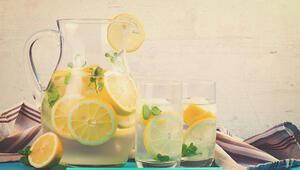 Yaz aylarında içinizi ferahlatacak buz gibi ev yapımı limonata tarifleri