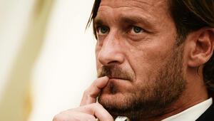 Francesco Totti Romadan ayrıldı: Beni sırtımdan bıçaklamaya çalıştılar