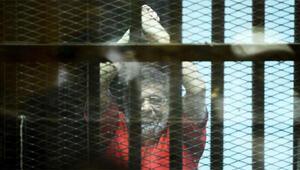 Son dakika... Mursi mahkeme salonunda hayatını kaybetti