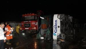 Yozgat'ta yolcu otobüsü devrildi: 13 yaralı
