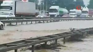 Kocaeli- Sakarya karayolu trafiğe kapandı