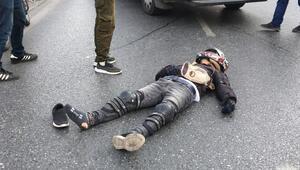 Beyoğlunda motosiklet otobüse çarptı