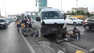 Beylikdüzünde bariyere çarpan kamyonetteki 3 işçi yaralandı