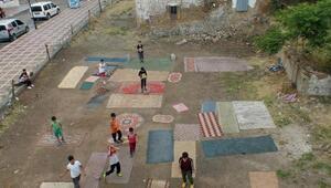 Yozgat'ta çocuklar kendi halı sahalarını yaptı