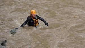 Araklıdaki sel felaketinde kayıp 2 kişi aranıyor