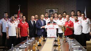 Bakan Kasapoğlu, şampiyon voleybolcuları kabul etti