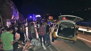 Terhis olan gençler kaza yaptı: 6 yaralı
