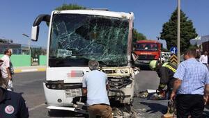 İşçi servis midibüsü, TIRın dorsesine çarptı: 6 yaralı