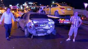 Trafik kazasına müdahale eden polislere otomobil çarptı: 2si polis 8 yaralı