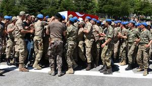 Hakkaride şehit asker için tören