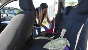 Araçtaki kadının makyaj çantasından uyuşturucu çıktı