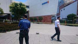 Alışveriş merkezinde intihar etmek isteyen kişiyi polis vazgeçirdi