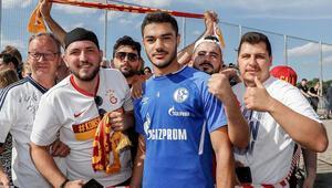 Galatasaraylı taraftarlar Ozan Kabakı yalnız bırakmadı