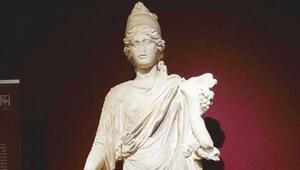 Sırada Thyke heykeli var