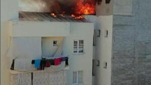 4 katlı öğrenci yurdunun çatısında yangın