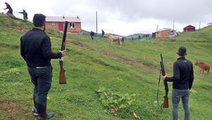 Köyde büyük korku Av tüfekleriyle bekliyorlar