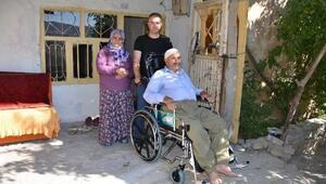 Hakkaride 2 engelli vatandaşa klozet destekli tekerlekli sandalye desteği