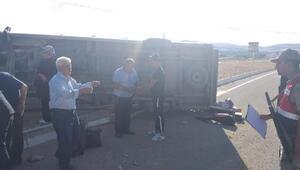 Elazığda yolcu minibüsü devrildi: 3 yaralı
