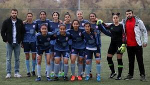 Mehmet Topaldan, Malatya Kızlar Kulübüne yardım