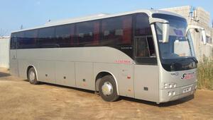 Rumlar, 25 turistin taşıdığı Türk plakalı otobüse saldırdı