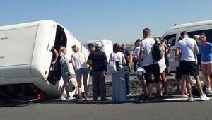 Denizlide turistleri taşıyan tur otobüsü devrildi: 5 yaralı