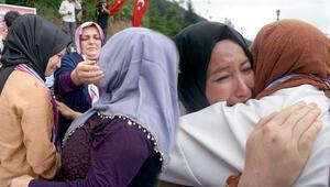 Annesi karşıladı, gözyaşları sel oldu...