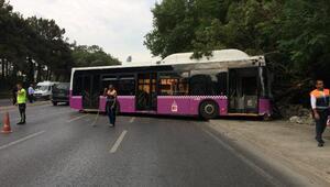 Son dakika... Büyükdere Caddesinde halk otobüsü duvara çarptı