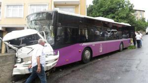 Üsküdarda özel halk otobüsü minibüse çarptı