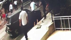 Beylikdüzünde trafik kazası sonrası 5 kişinin yaralandığı kavga kamerada