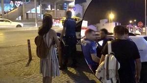 Metrobüste şok  Genç kız uyardı, aldırmayıp devam edince çığlık attı
