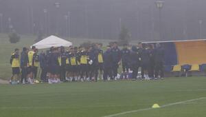 Fenerbahçe yoğun sis ve yağmur altında çalıştı