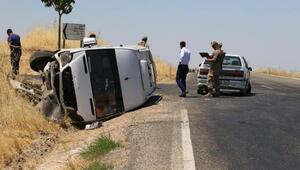 Yolcu minibüsü, otomobile çarptı: 12 yaralı