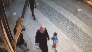 Anne ve oğlu duvardan kopan mermerden son anda kurtuldu