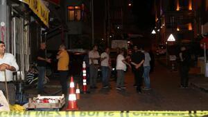 Beyoğlunda sokaktakilere ateş açan motosikletli grup 1 kişiyi yaraladı