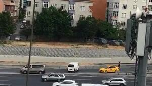 Sultangazide ters yöne girerek kazaya davetiye çıkaran sürücüler kamerada