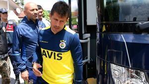 Fenerbahçeli taraftarlardan Emre Belözoğluna yoğun ilgi