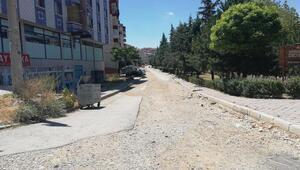Yaz Sokak'ta toprak yol