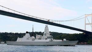 İngiliz savaş gemisi Boğazdan geçti
