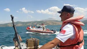 Bitlis-Van seferi yapan feribotta hasta kurtarma tatbikatı