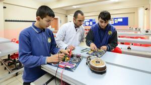 Mesleki eğitim merkezi öğrencilerine lise diploması
