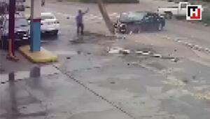 Kazada devrilen direkten son anda kurtuldu