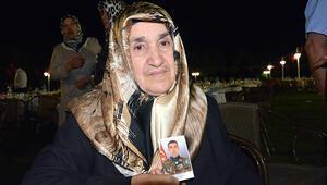 15 Temmuz şehidinin annesi: Kanımızı veririz vatanımızı vermeyiz